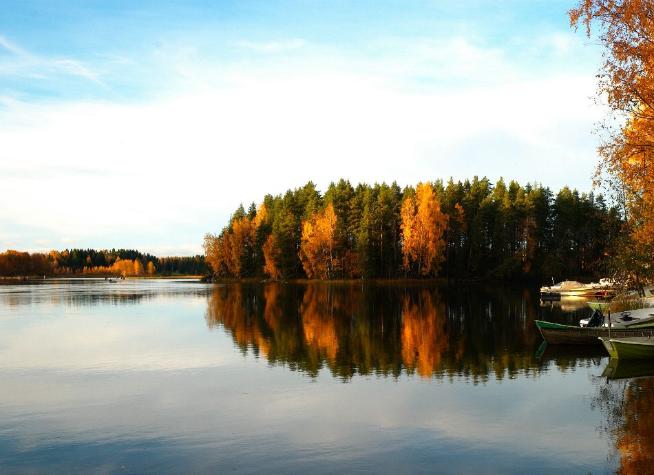 WEBIMAGES: 950 x 690 lake autumn.jpg