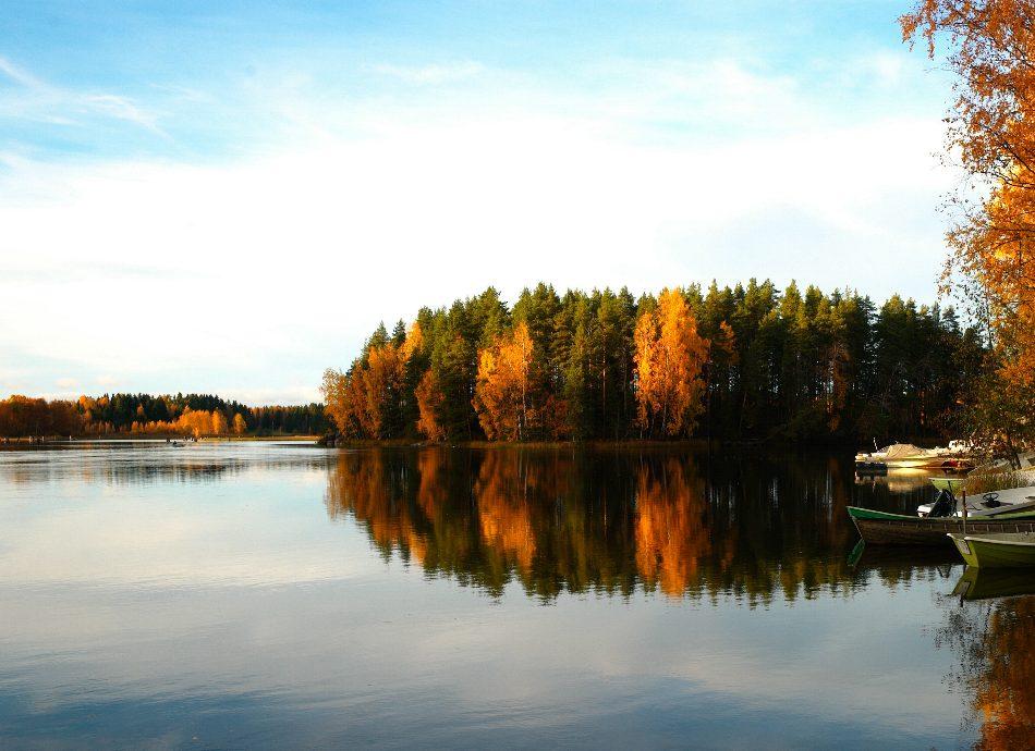 WEBIMAGES: 950 x 690 lake autumn.jpg